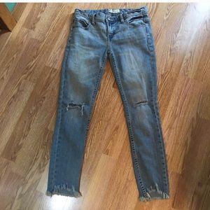 Free people distressed skinny jeans knee hole rip